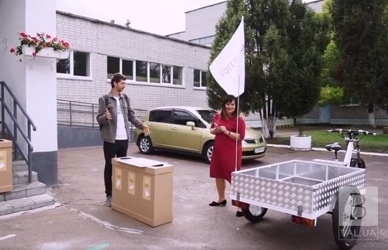 У Чернігові екоактивісти вивозитимуть пластик зі шкіл електровелосипедом