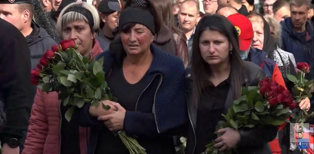 Чернігівці попрощалися з вбитим поліцейським Артуром Єрохіним ВІДЕО