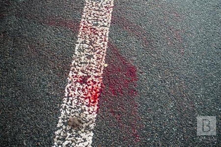 На трасі в селі на Чернігівщині знайшли тіло чоловіка