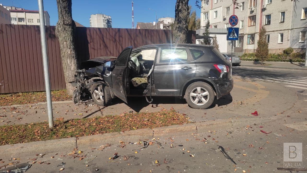 На перехресті Магістратської та Ремісничої не розминулись позашляховик та легковик. ФОТО