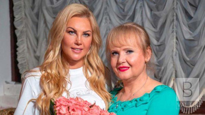 «Наїхала фура»: мама співачки Камалії потрапила в ДТП на трасі Чернігів-Київ
