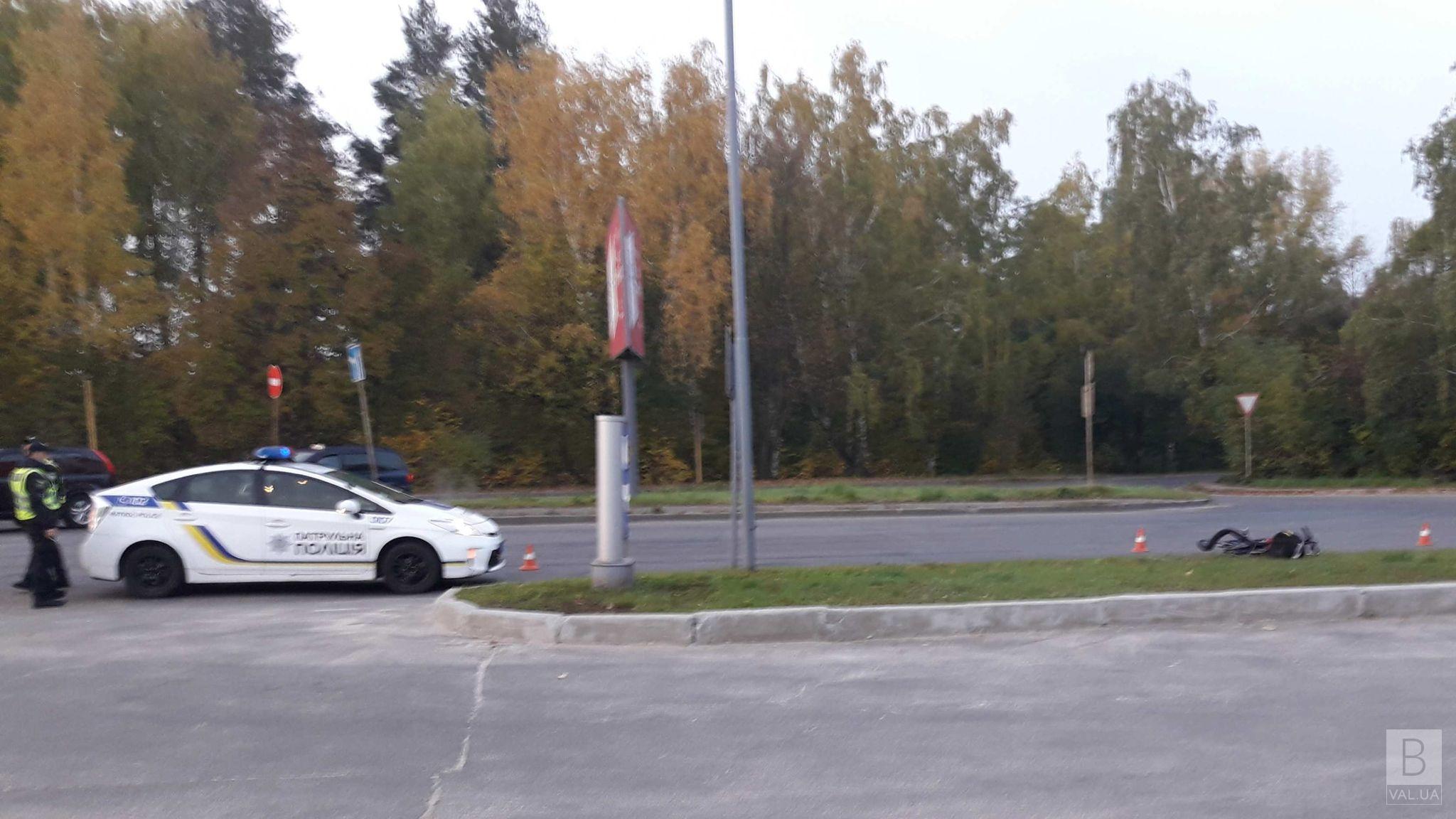 У Чернігові на Кільцевій невідоме авто збило велосипедиста