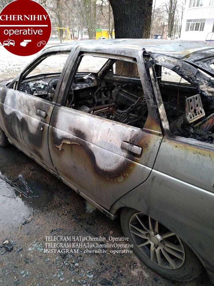 На Доценка згоріла автівка. ФОТОфакт