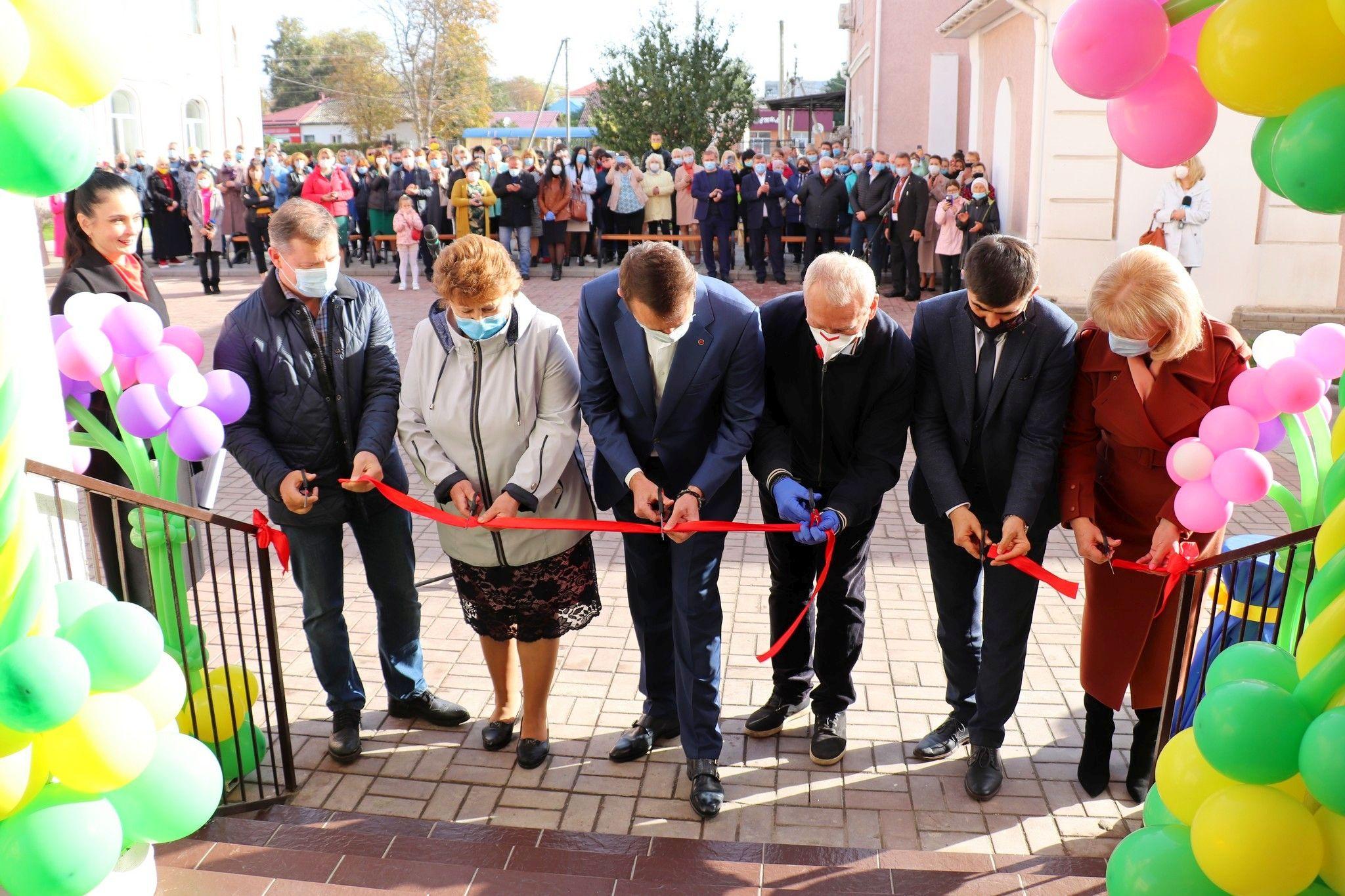 У Прилуках урочисто відкрили другий корпус місцевої гімназії. ФОТО