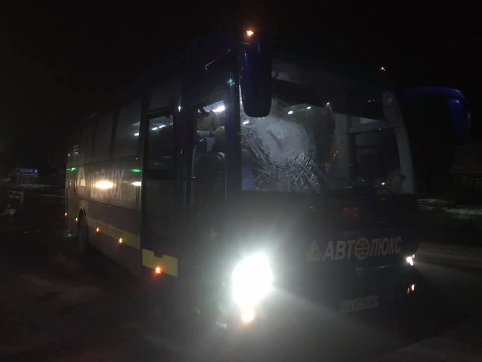 На Чернігівщині вдруге за день невідомі напали на автобус «Автолюкса». ФОТО