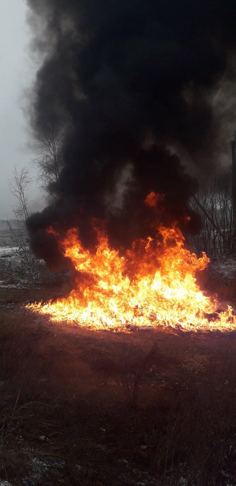 На Чернігівщині на агронома склали адмінпротокол за спалювання тари з -під добрив та агрохімікатів