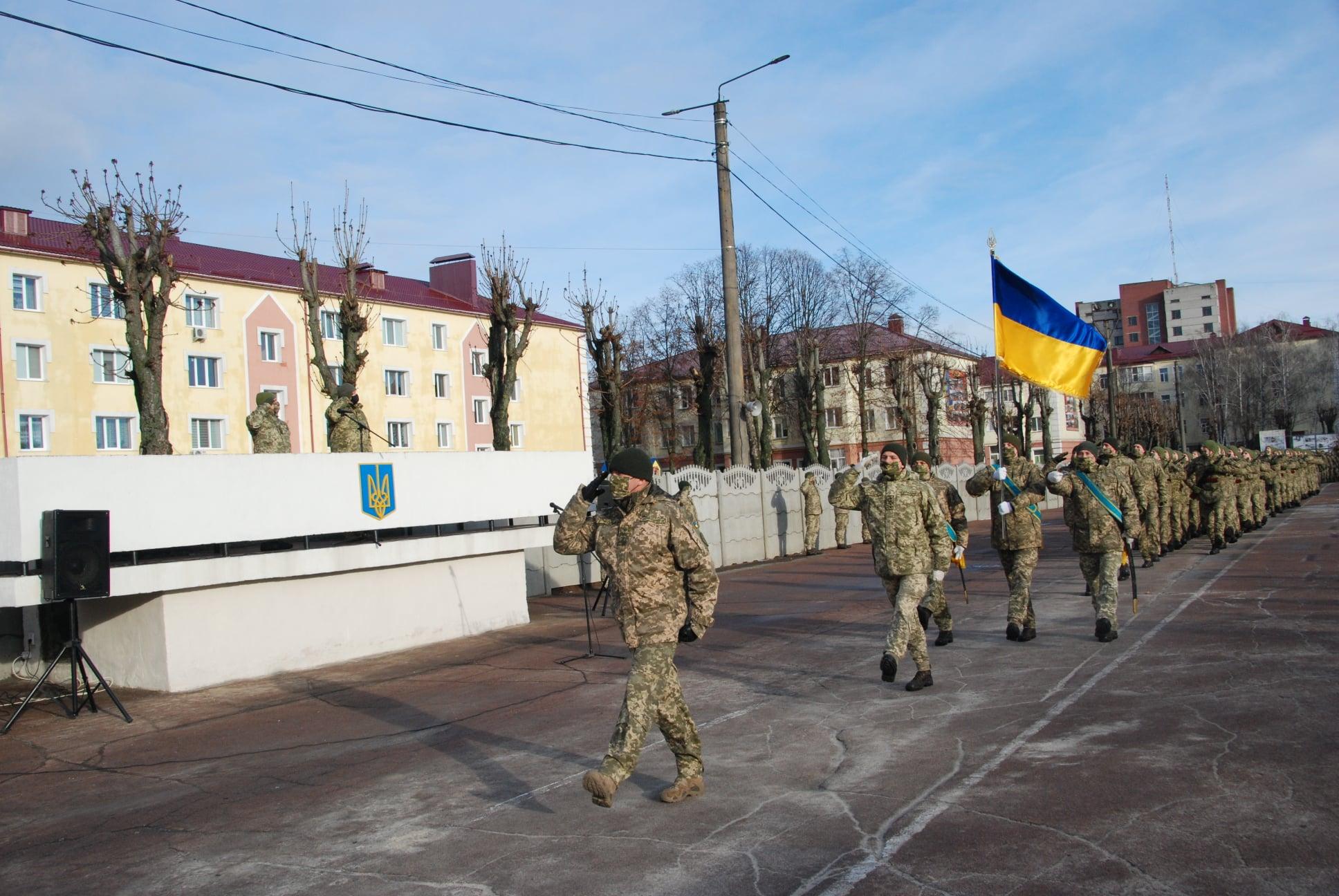 У Чернігові 195 юнаків склали військову присягу. ФОТО