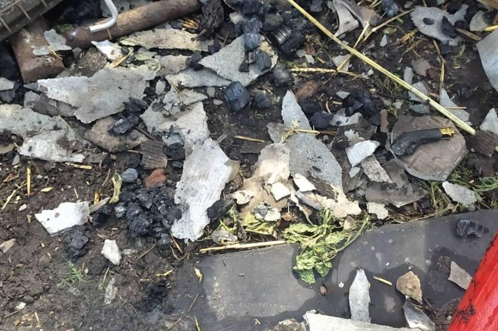 На Прилуччині 6-річний хлопчик бавився з запальничкою і спалив навіс. ФОТО