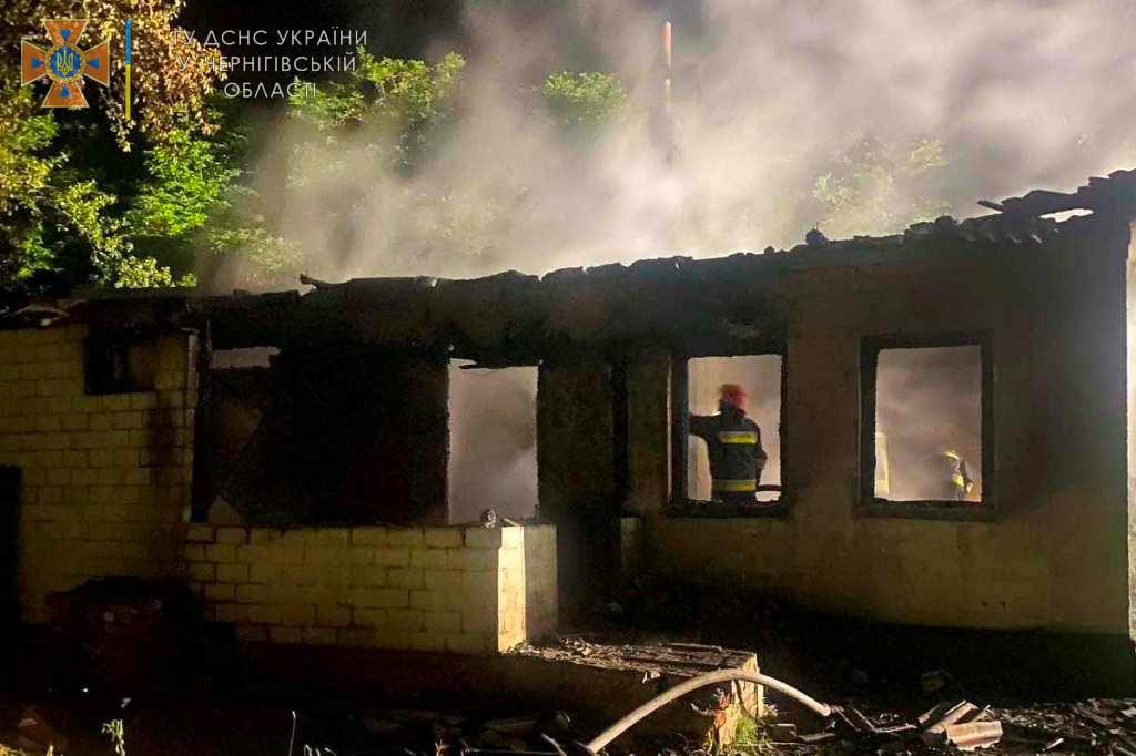 На Чернігівщині вогонь забрав життя молодого подружжя. Сиротами залишились двоє діток