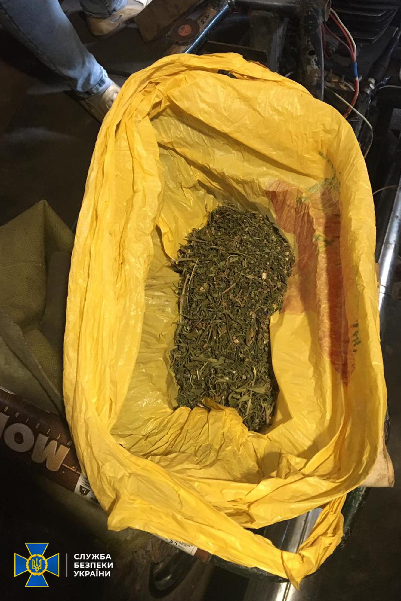 На Чернігівщині затримали групу наркоділків, які діяли на «широку ногу». ФОТО