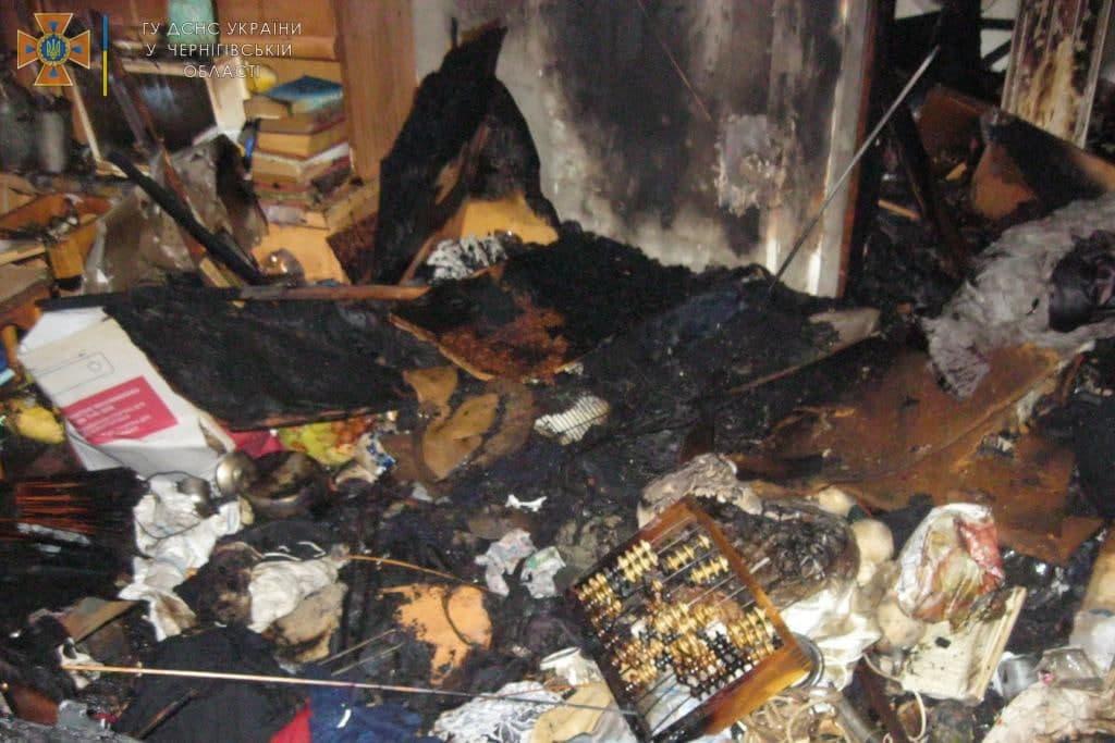 На проспекті Миру горіла квартира в п'ятиповерхівці: евакуювали сім жителів будинку. ФОТО