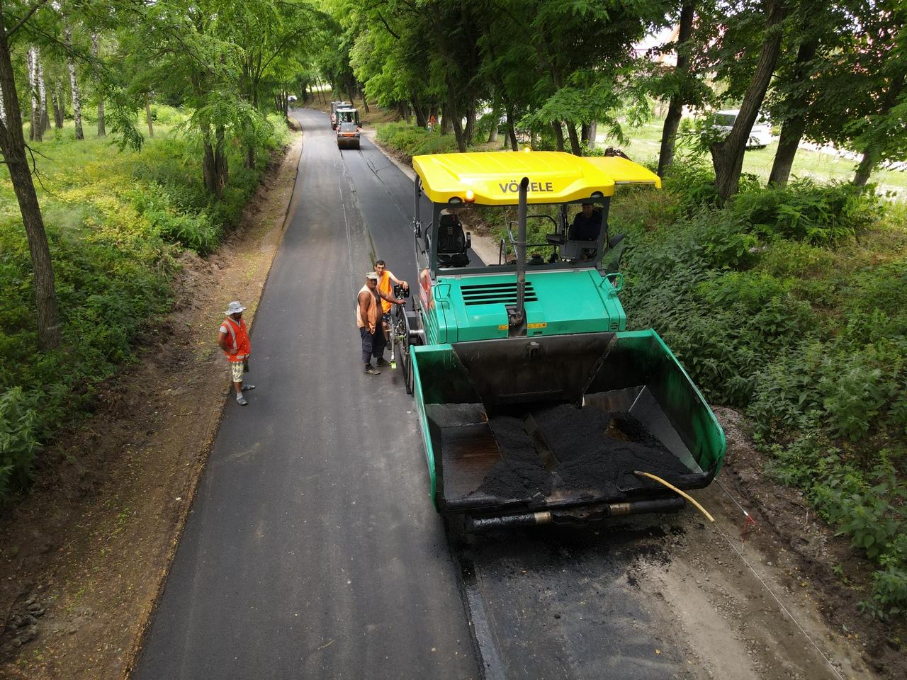 На території Мезинського національного парку ремонтують дорогу