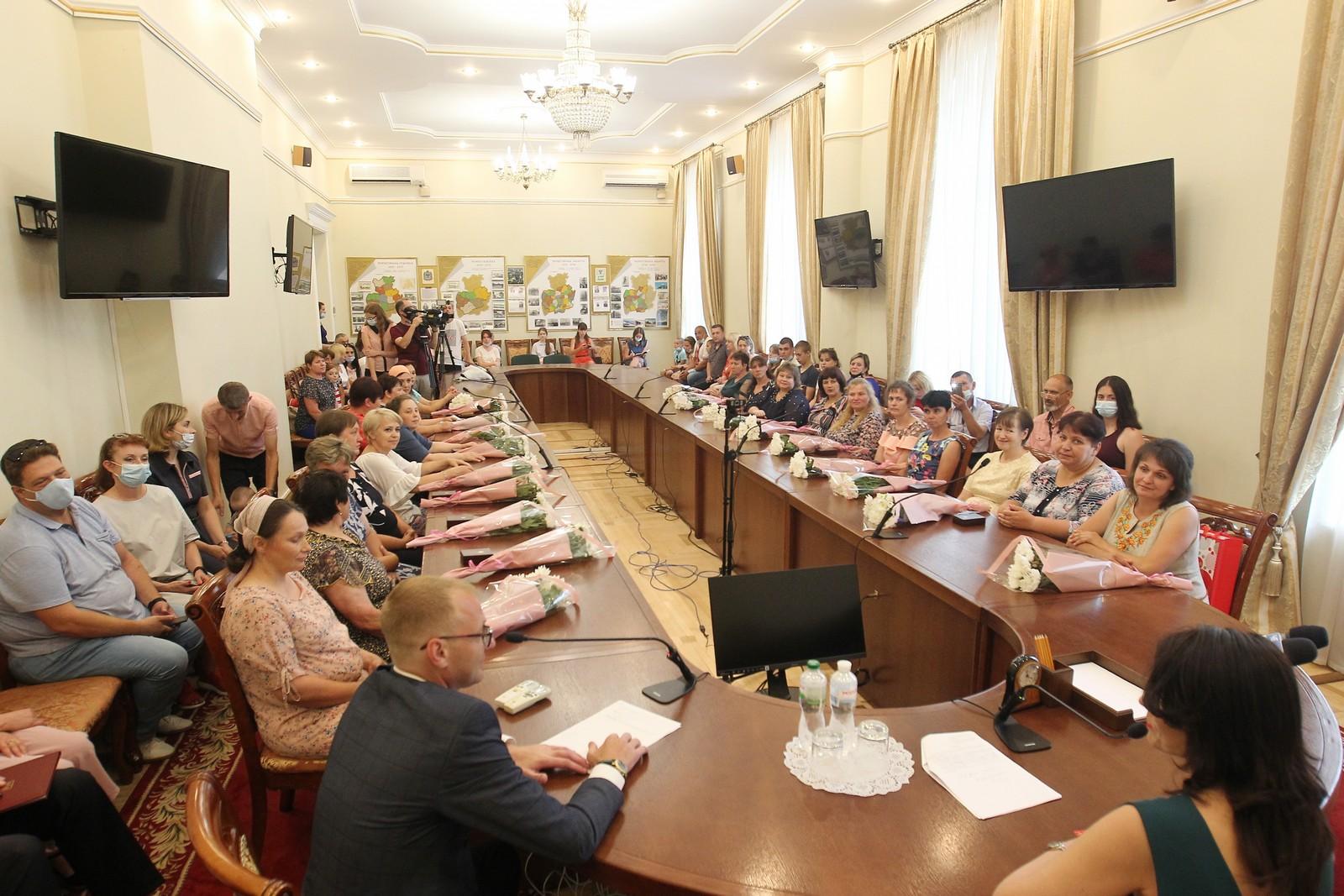 Двадцять дві жінки Чернігівщини отримали почесне звання «Мати-героїня». ФОТО