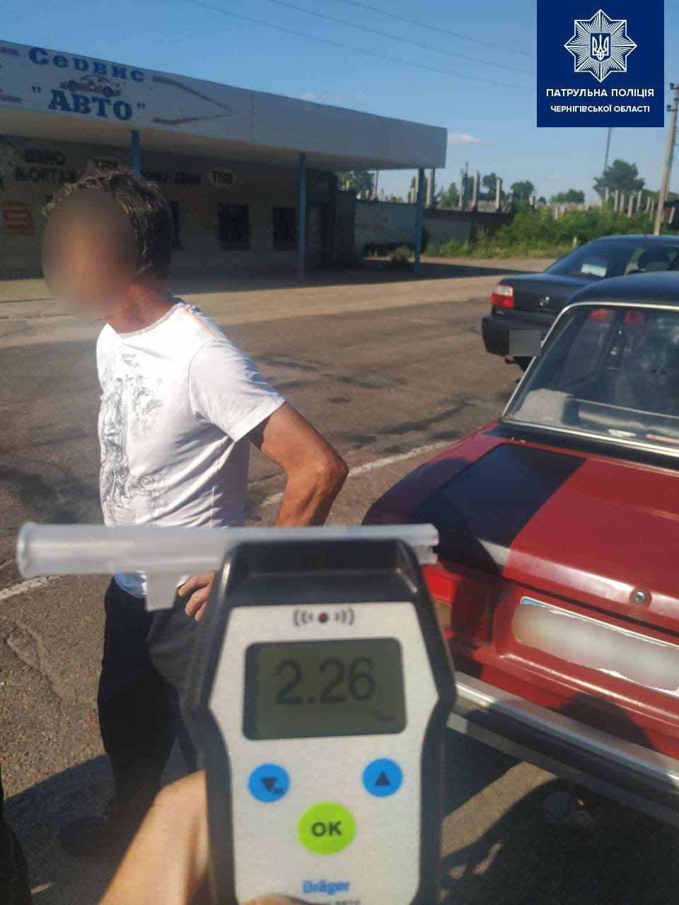 У Чернігові п'яний водій намагався за 17 тисяч гривень «відкупитися» від протоколу. ФОТО