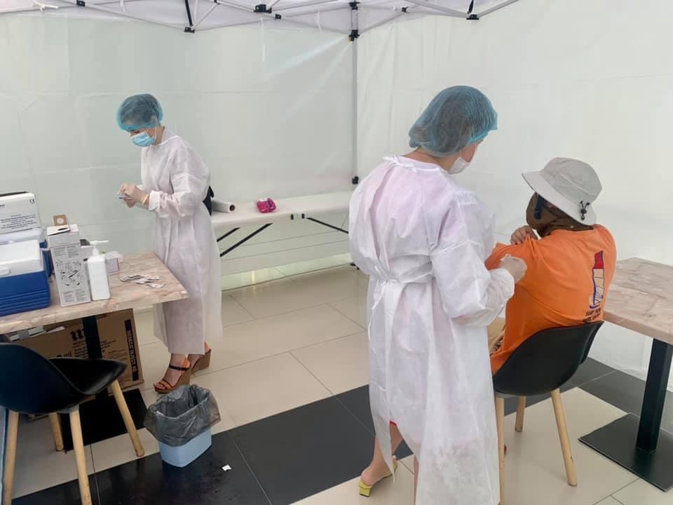 Старт вакцинації у ТРЦ Чернігова: щеплення зробили 2353 чоловік