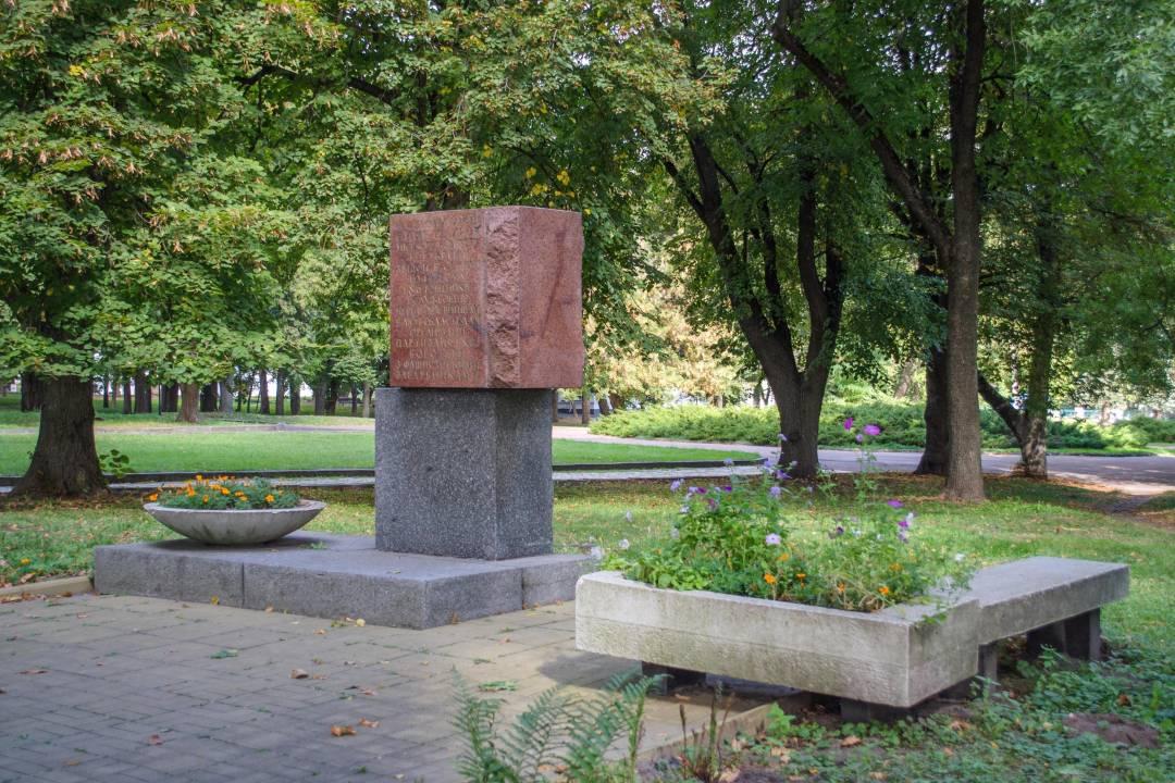 З центру міста – на цвинтар: чернігівська влада планує перенести братські могили