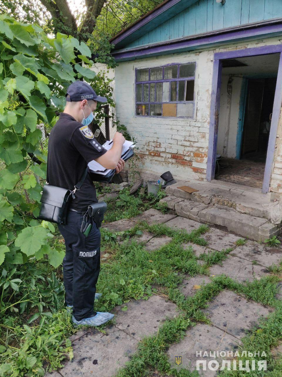 Через оковиту: на Чернігівщині батько зарубав сина. ФОТО