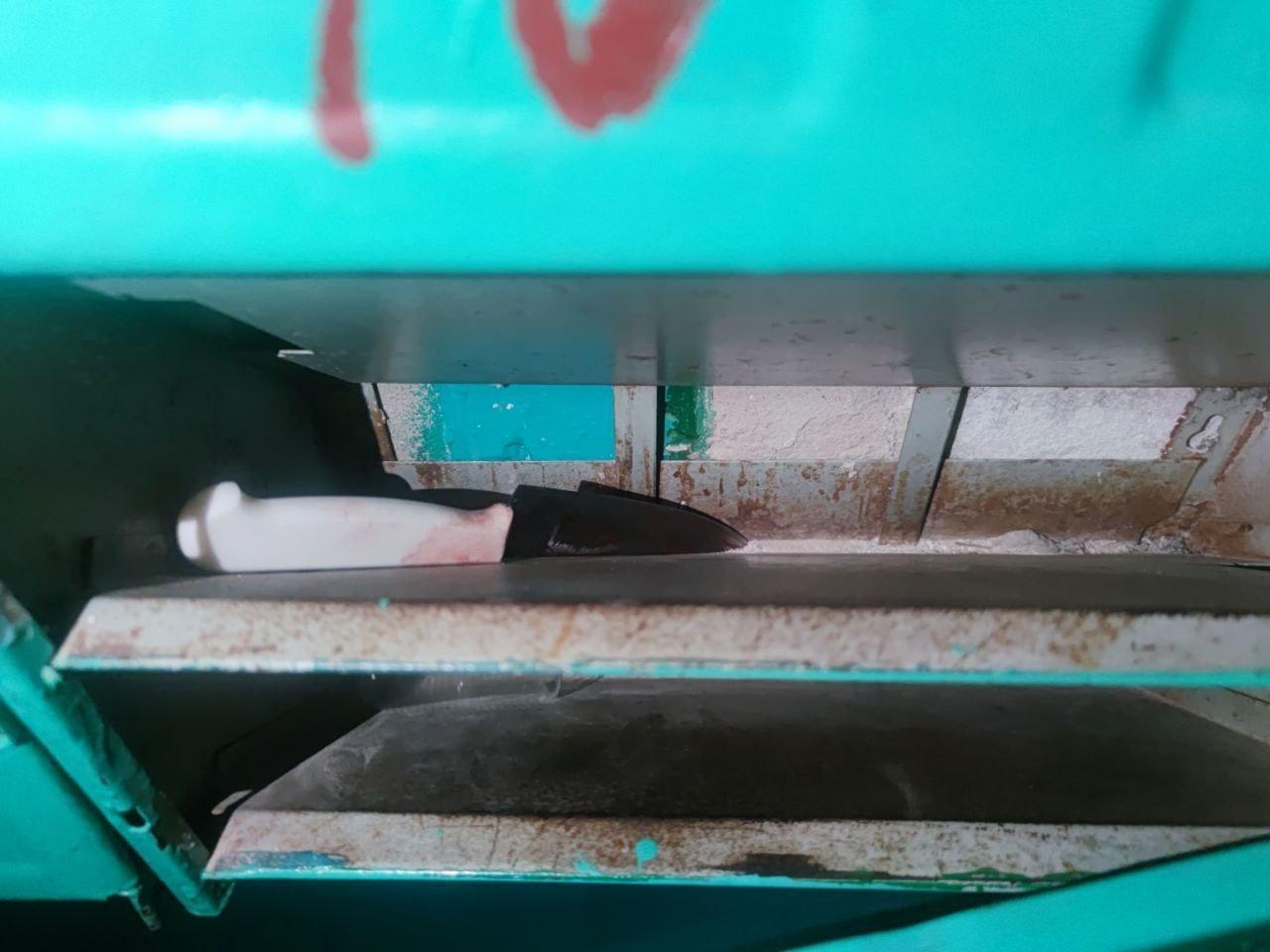 Порізав сусіда та викинув ніж у поштову скриньку: у Чернігові затримали чоловіка за замах на вбивство