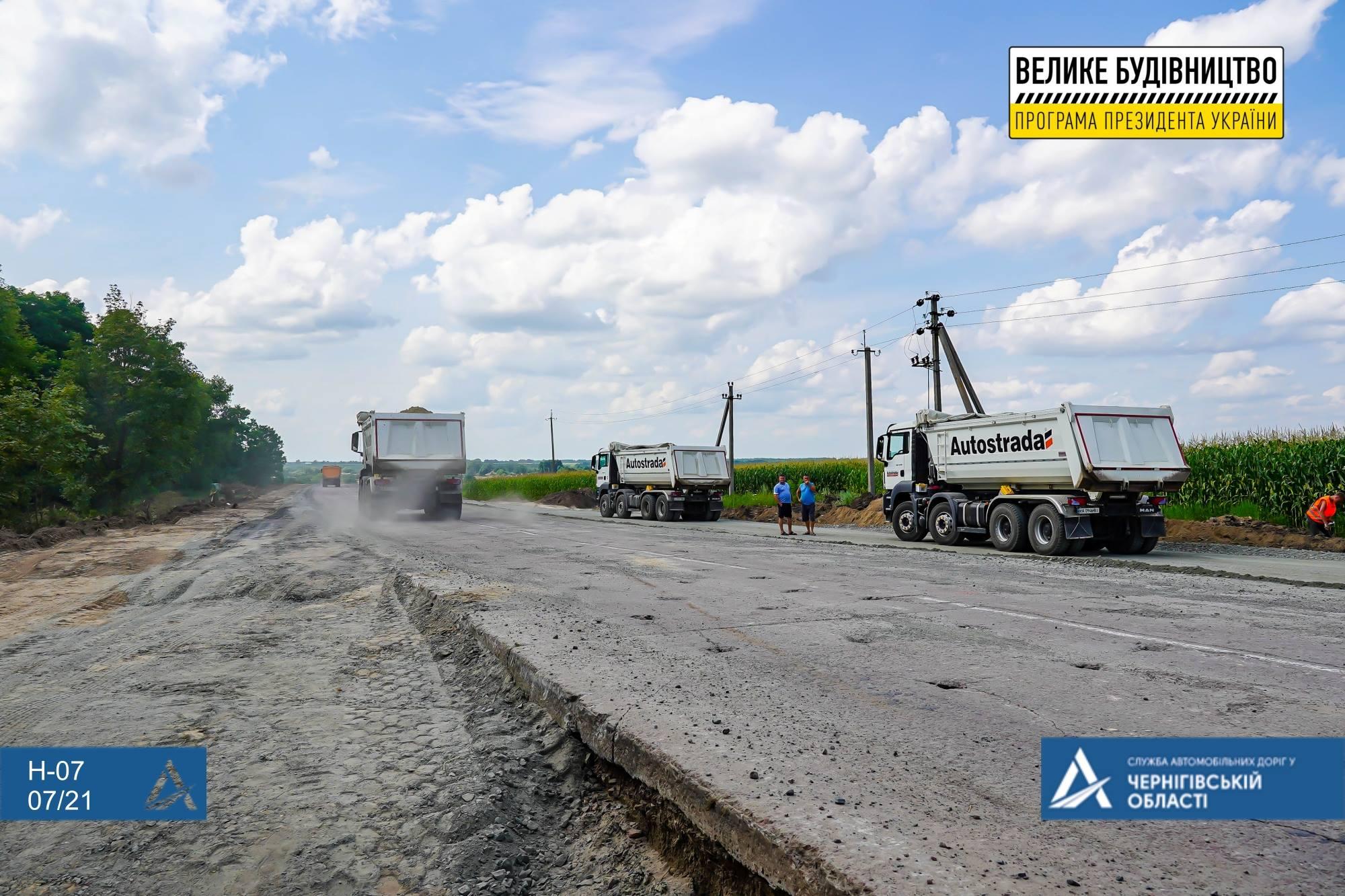 Замість бетону – асфальтобетон: українсько-німецьке підприємство ремонтує шлях на Чернігівщині