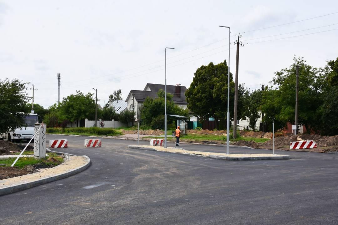 У Чернігові завершили облаштовувати коло на перехресті вулиць 1 Травня та Кільцева. ФОТО