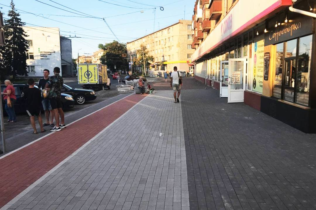 На вулиці Шевченка у Чернігові висадять 54 нових дерева. ФОТО