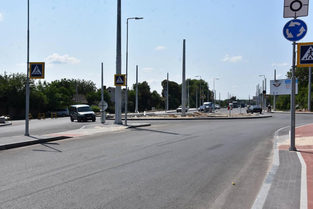 На перетині вулиць Шевченка та Малиновського відкрили рух по колу. ФОТО