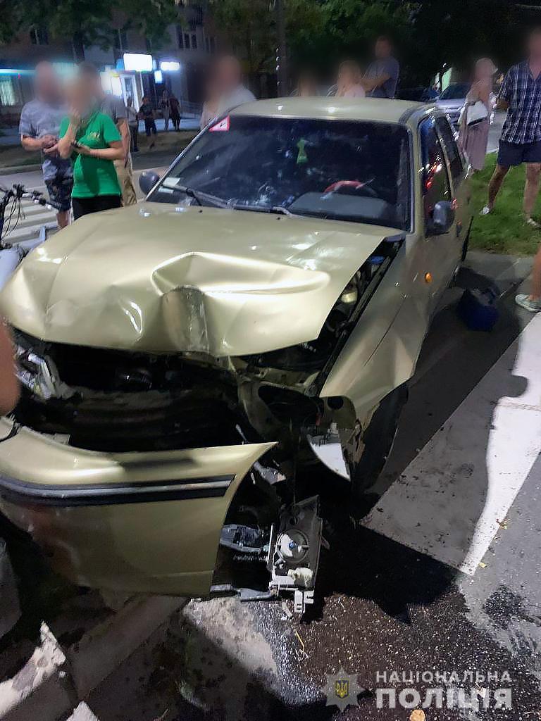 Візуально була твереза: водійку легковика, що насмерть збила поліцейського у Чернігові, затримали. ФОТО