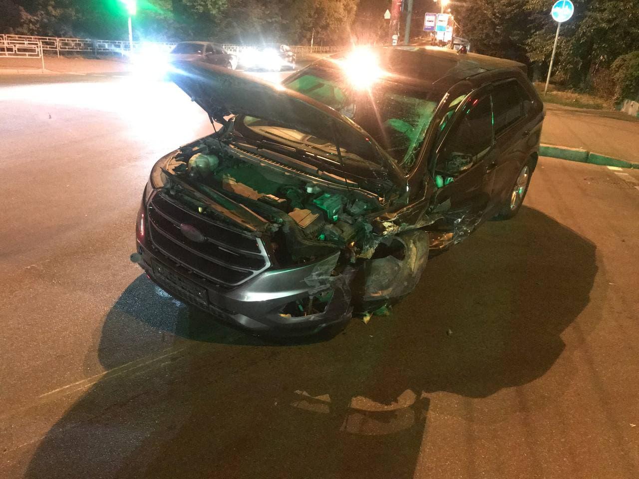 У нічній ДТП на перехресті Небаби та проспекту Миру травмувалися двоє людей. ФОТО
