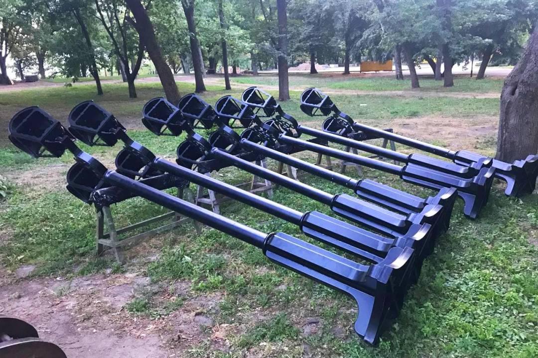 Вкладають газон та укріплюють схили: як просуваються роботи з ремонту гарматної алеї на Валу. ФОТО