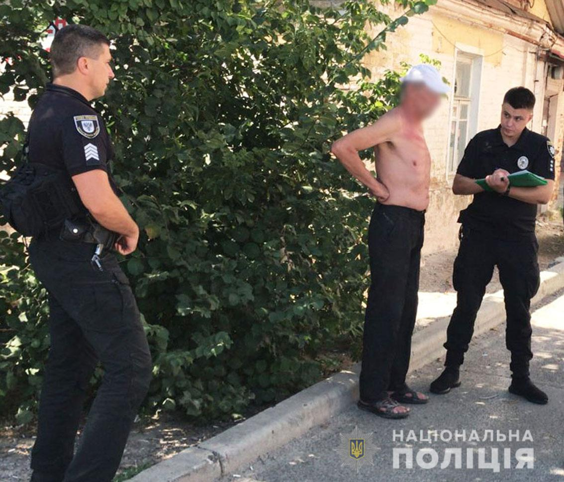 61-річний чернігівець хотів себе підпалити біля офісу газової компанії. ФОТО