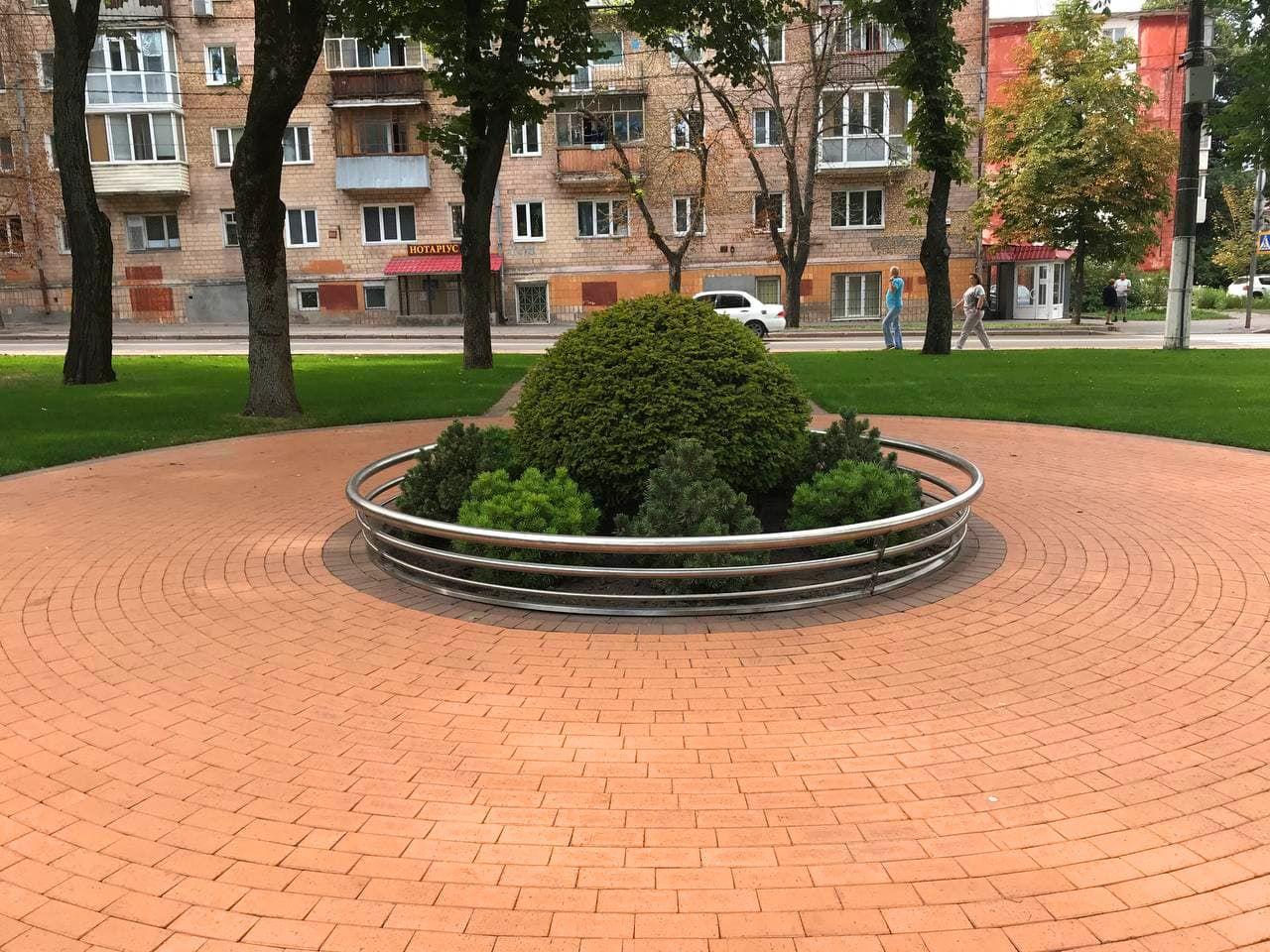 У Чернігові на оновленому Валу з'явилася вічнозелена клумба