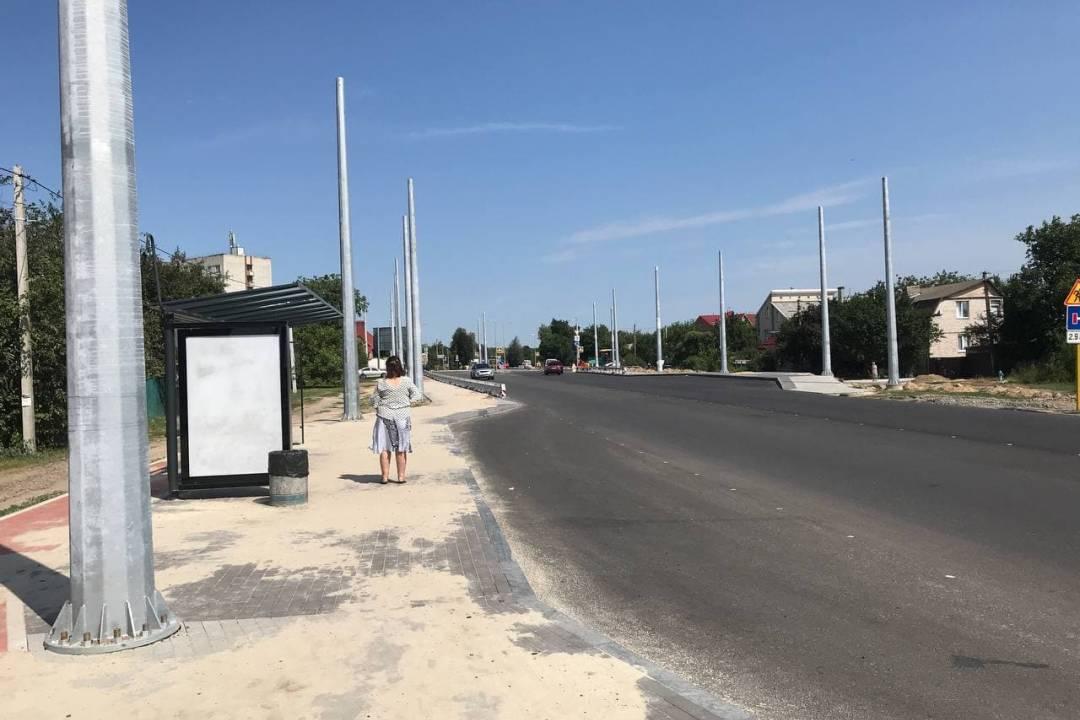 На вулицях Шевченка, Малиновського, 1-го Травня та Кільцевій монтують відбійники, світлофори та змінюють стовпи освітле