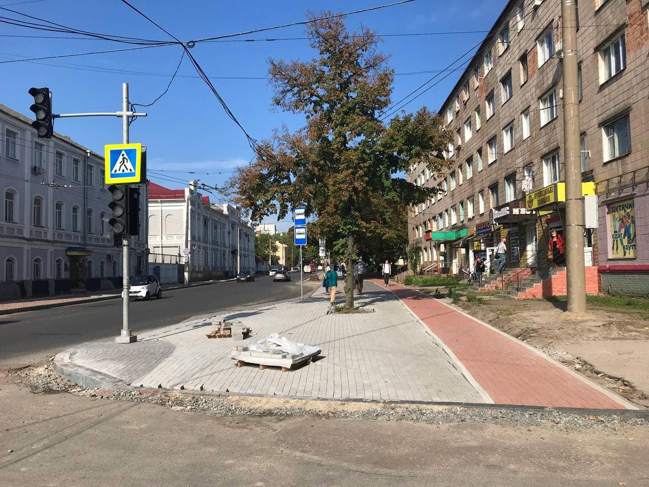 На фінішній прямій: у Чернігові на Шевченка закінчують ремонт тротуарів. ФОТО