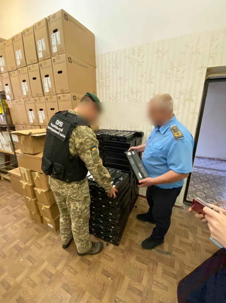 На 2 мільйона гривень: на кордоні з Чернігівщиною вилучили батареї для електросамокатів