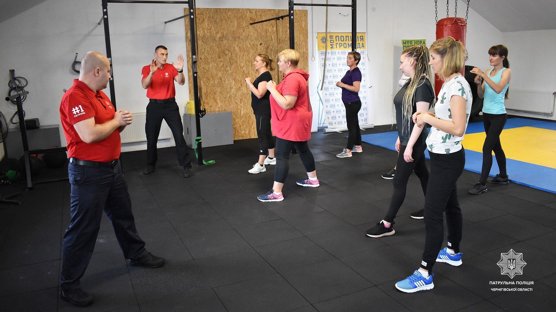 У Чернігові стартували курси самооборони для жінок. ФОТО