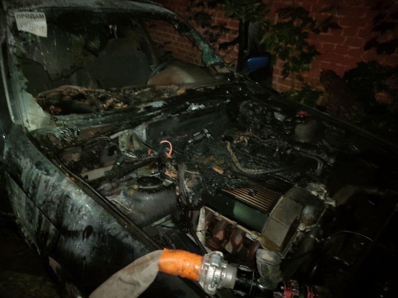 В районі Ремзаводу вночі горіла автівка. ФОТО