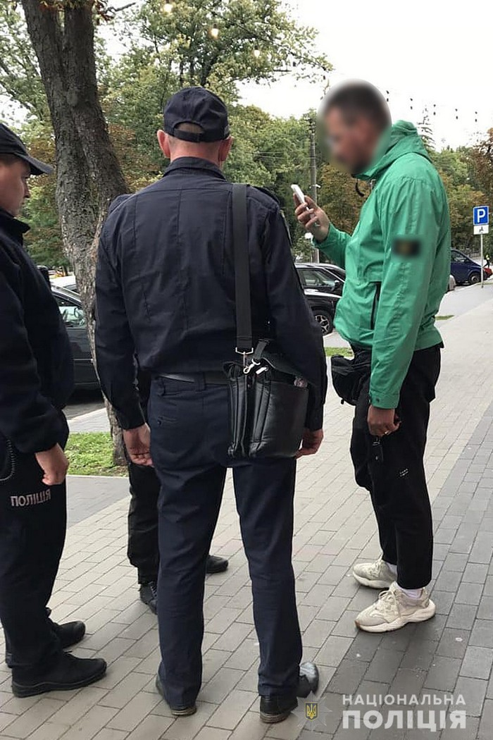 У Чернігові на відомого громадського активіста склали адмінпротокол за нецензурний напис на паркані