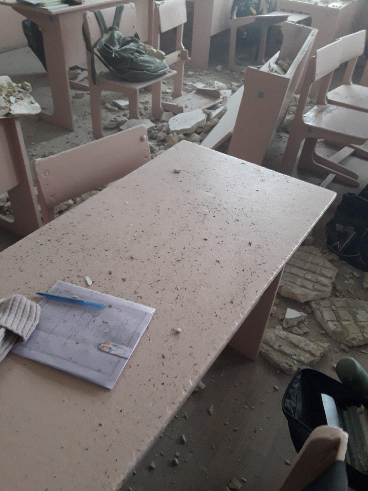 У Новгород-Сіверській гімназії в кабінеті обвалилася стеля. ФОТО
