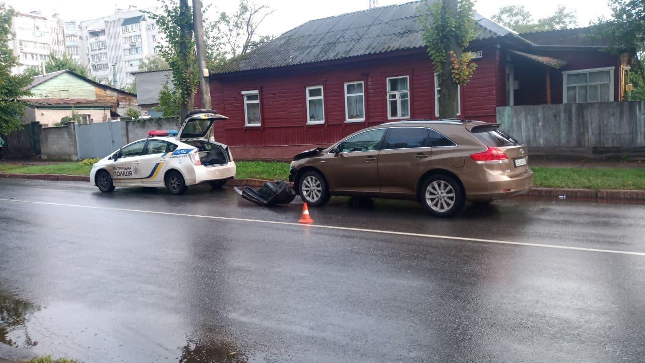 У Чернігові на перехресті неподалік шпиталю сталася потрійна ДТП. ФОТО