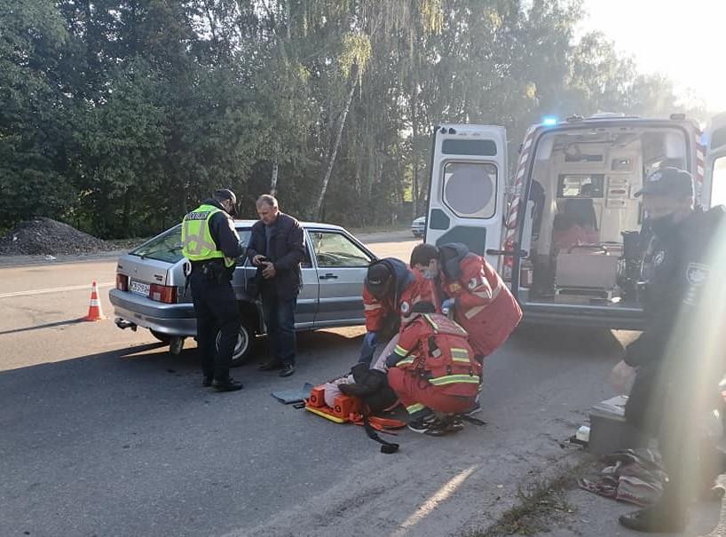 На Кільцевій автівка збила 16-річну школярку на «зебрі»