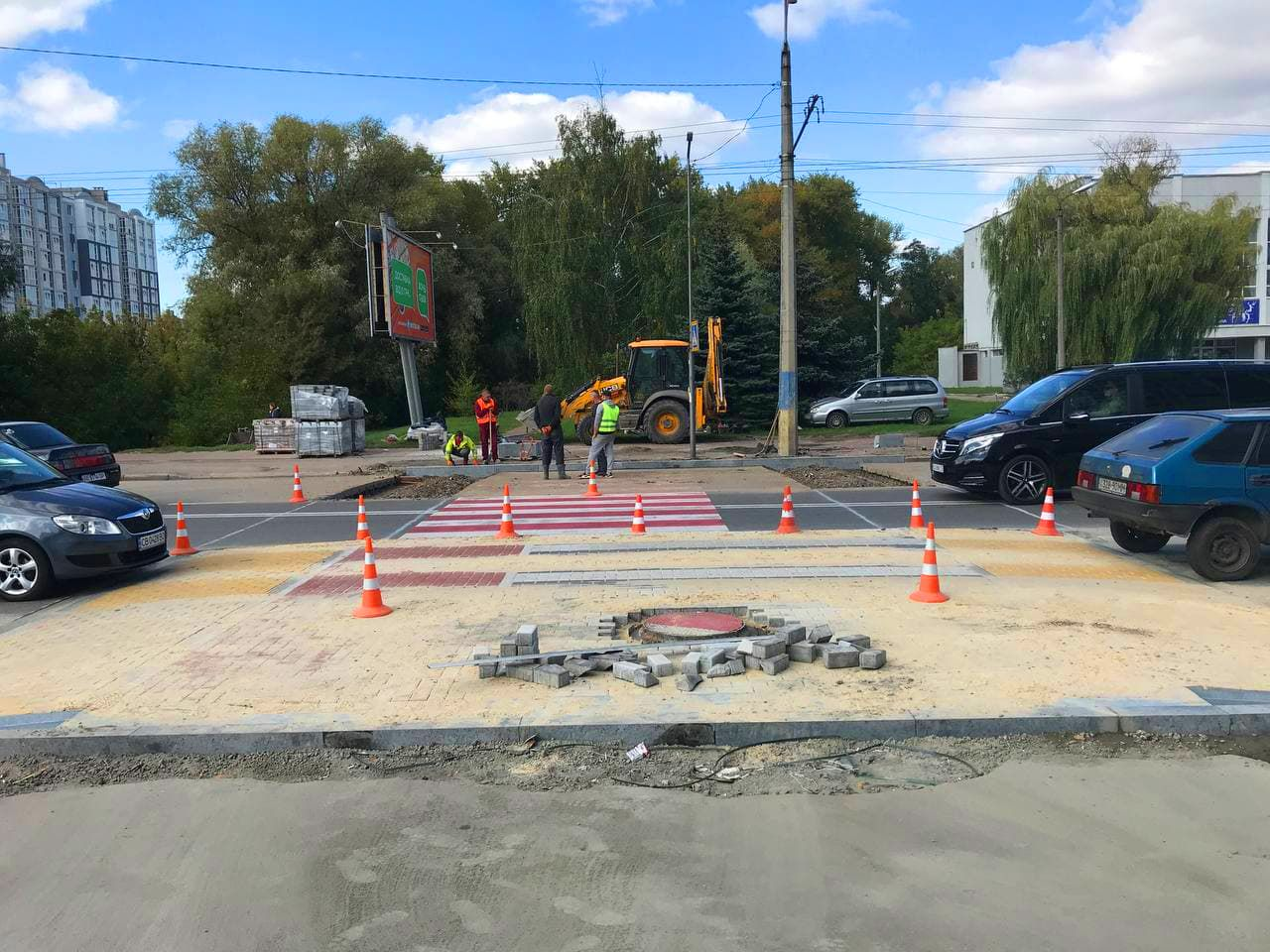 У Чернігові напроти стадіону «Юність» будують підвищений пішохідний перехід. ФОТО