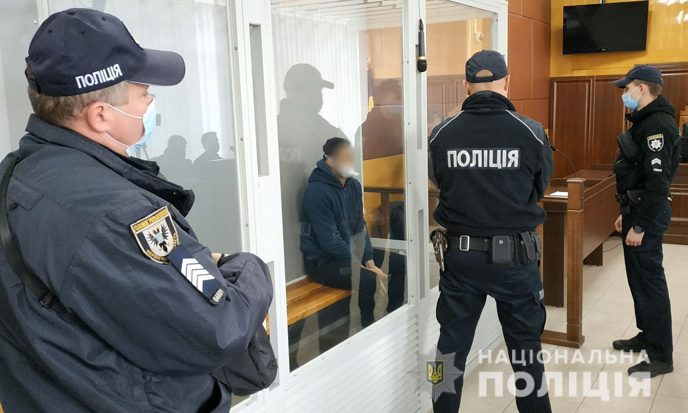 Суд взяв під варту всіх підозрюваних у вбивстві поліцейського в Чернігові. ФОТО