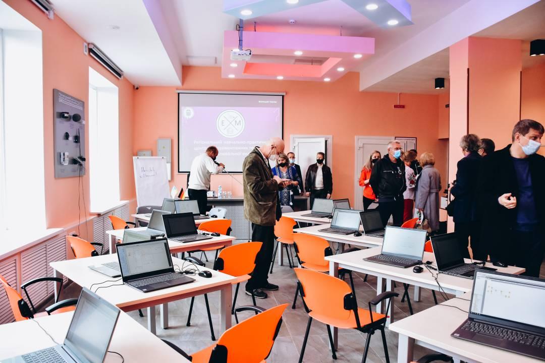 У Чернігові на базі ліцею залізничного транспорту з'явився новий навчальний заклад. ФОТО