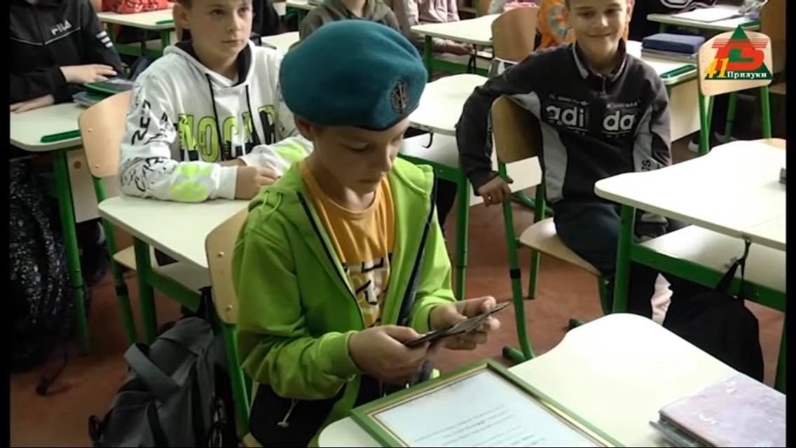 У Прилуках відзначили школяра, який шість років передає на фронт домашню випічку. ФОТО