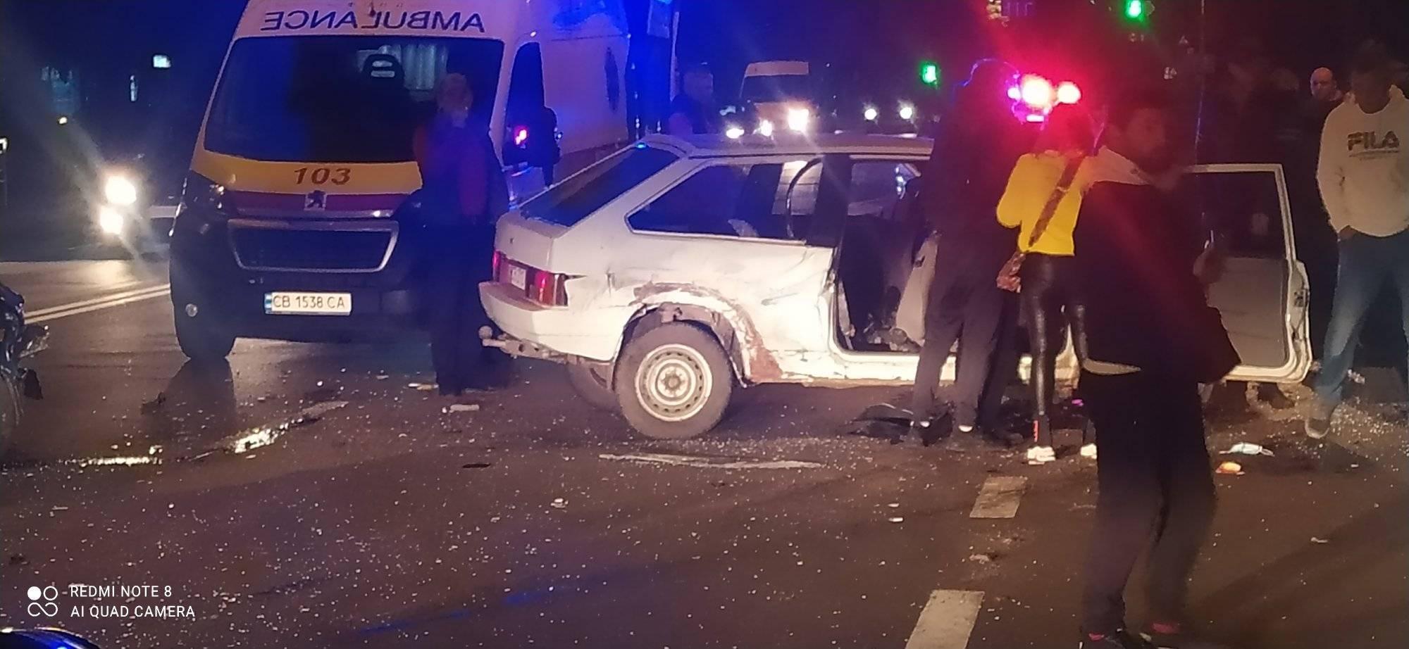 У потрійній ДТП біля «Градецького» постраждали четверо людей. ФОТО
